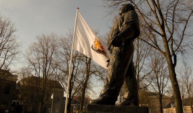 <p>Het beeld van de Dokwerker op het Jonas Dani&euml;l Meijerplein in Amsterdam.&nbsp;</p>