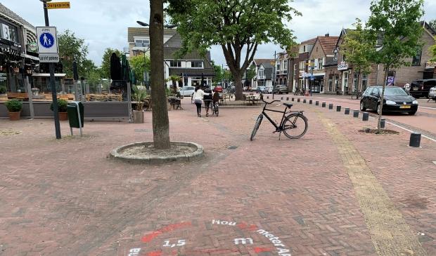 <p>In de Dorpsstraat komt voorlopig nog geen verkeerspilot tot alles maatschappelijk weer op gang is gekomen.</p>