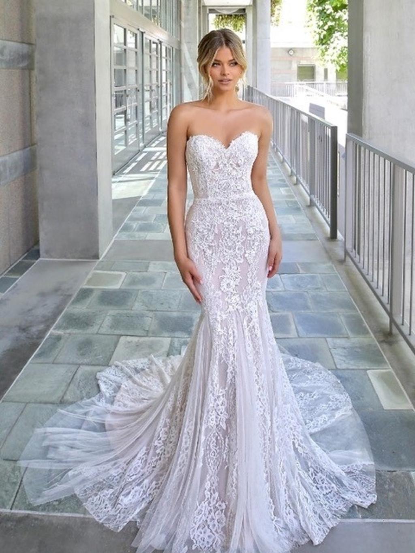 <p>De jurk van deze foto is aanwezig in de winkel en in de sale.&nbsp;</p> <p>(Foto: aangeleverd)</p> © rodi