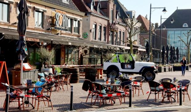 <p>Afgezette terrassen in Schagen als corona protest.</p>