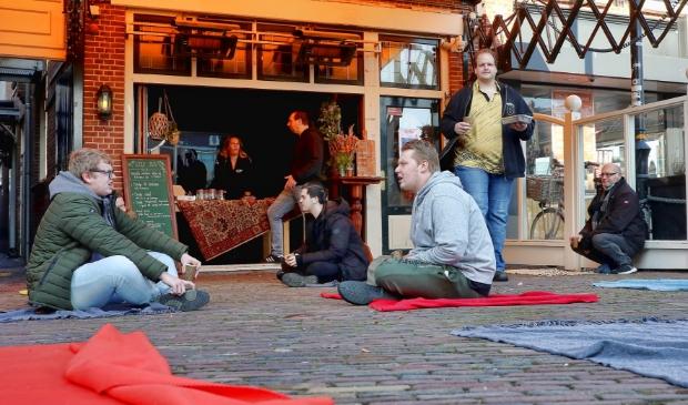 <p>Kleedjes in plaats van een terras bij Piet Pann (foto: Vincent de Vries)</p>