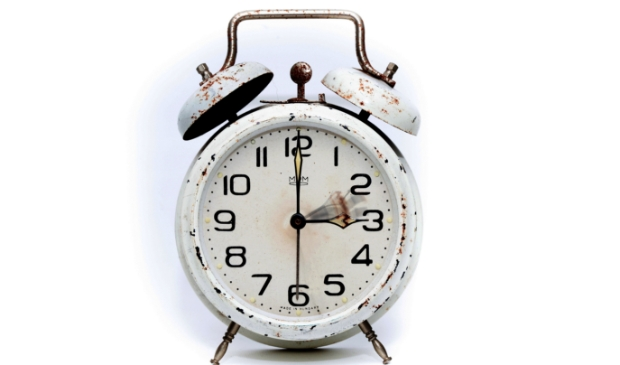 <p>De zomertijd gaat dit weekend in. Dat wordt een uurtje korter slapen.</p>