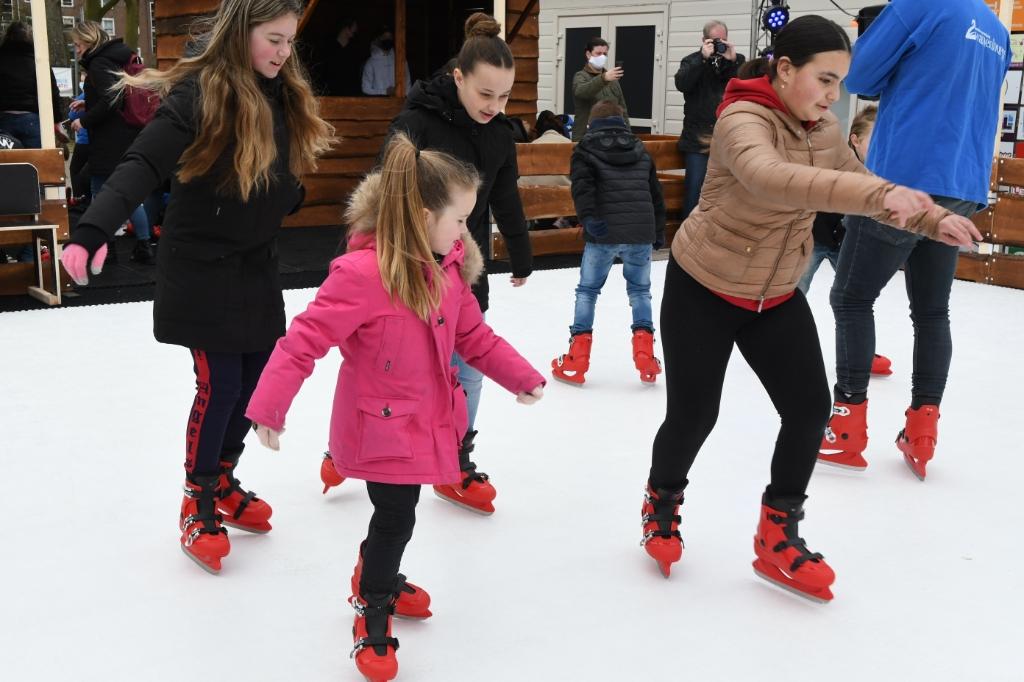 <p>Lekker schaatsen terwijl het niet vriest, dat kan bij speeltuinvereniging Zwanenburg.</p>  © rodi