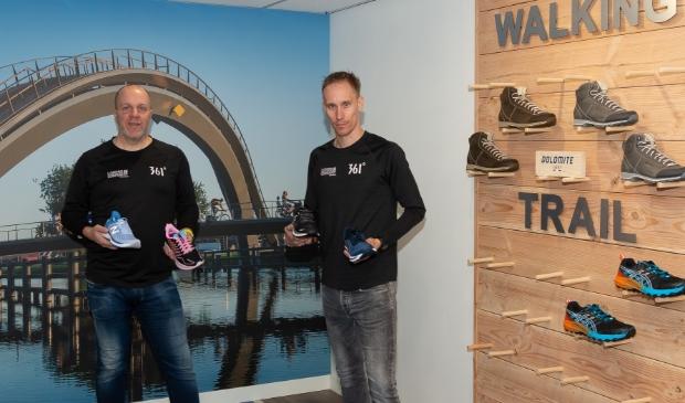 <p>Robert Teunisse (links) en Jeffry van der Park in de winkel aan de Peperstraat.</p>