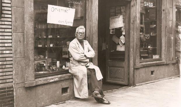 <p>Opheffing 'Rokende Amerikaan' in 1959 (bron boek 'Helderse panden binnenstad' in voorbereiding)'.</p><p><br></p>