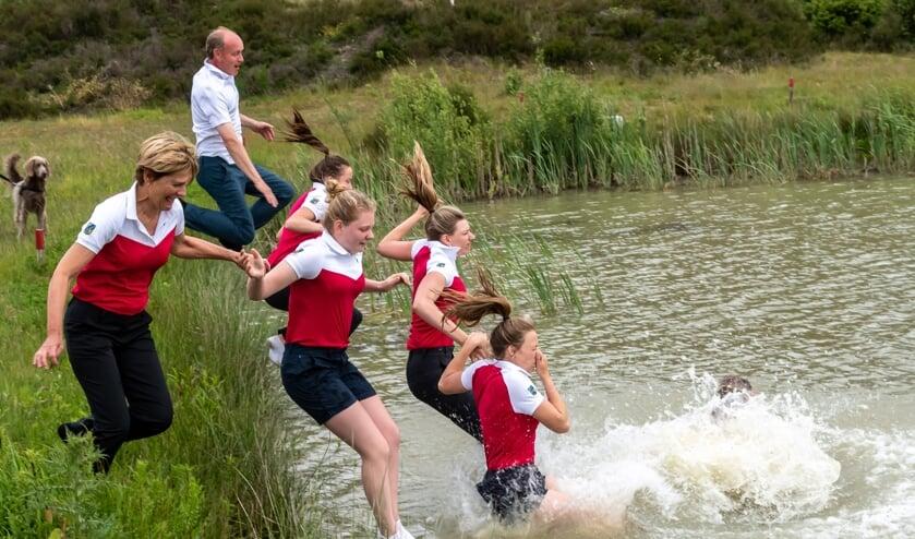 Wanneer gaan we weer golfers uit de Hoofdklasse de traditionele sprong in het water zien maken?