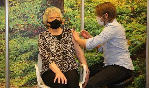 <p>Oproep aan alle 65-plussers: maak een vaccinatie-afspraak!</p>