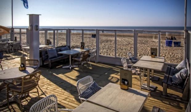 <p>Het terras van Paviljoen Zeezicht bleef ook met dit prachtige weer toch dicht.</p>