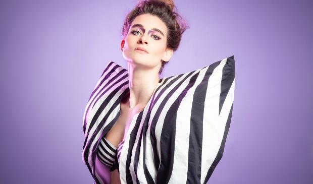 <p>Kirsten van Teijn komt met haar nieuwste voorstelling naar Cool kunst en cultuur.</p>