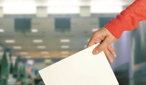 <p>Wat zijn de regels rondom de avondklok en de Tweede Kamerverkiezingen?</p>