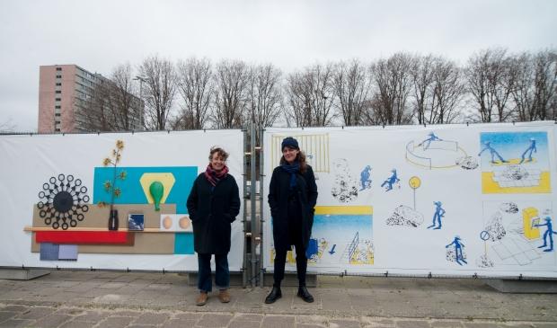 <p>Kunstenaars Valerie van Leersum en Melanie CorreIn voor de omheining.&nbsp;</p>