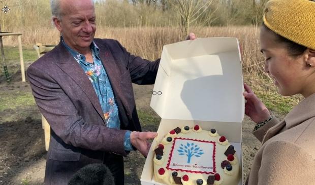 <p>Ronald Mauer met Imane Valk, Amsterdammertje van het Jaar 2020.&nbsp;</p>
