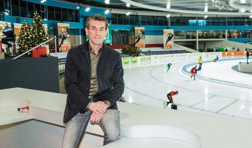 Patrick Wouters van den Oudenweijer in Thialf. ,,De enorme saamhorigheid tussen al die verschillende bloedgroepen die samen het nationale en internationale schaatsen vormen, vind ik de plus van deze winter.'' (Foto Timsimaging)