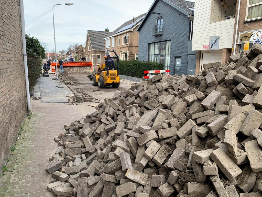 Nieuw wegdek in aanleg in de Korte Cieweg. (Foto: Yvette van der Does) © rodi