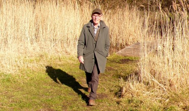 <p>John Jansen va Galen tijdens een van zijn wandelingen door Noord.</p>