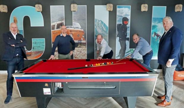 <p>Links Ron Huiberts en rechts Gijs Schot (ORA), midden: Niels Ackermans, Herman Koreman en Erik de Knegt (Rodi Media).</p>