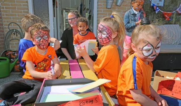 <p>De jeugd van Hensbroek genoot van leuke activiteiten in voortuinen.</p>