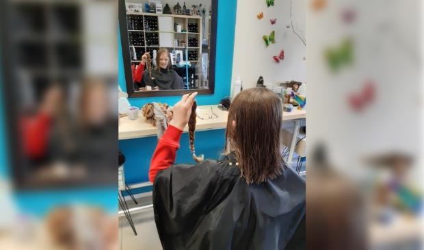 <p>Haar gedoneerd aan stichting Haarwensen.</p>