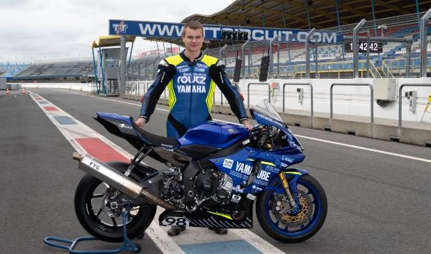 Nick Vlaar uit Obdam toont zijn motor.