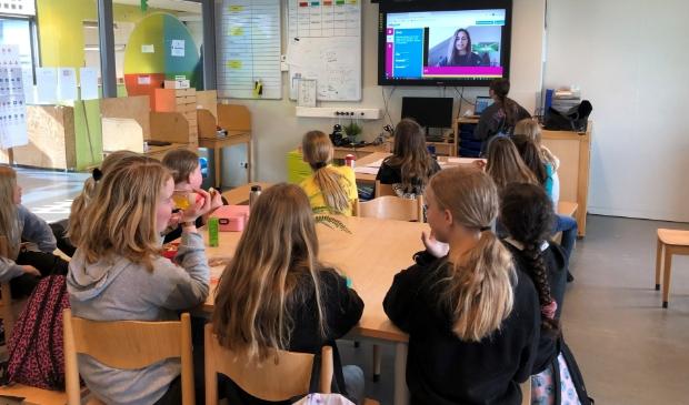<p>Girls Day op Campus Columbus: de meiden uit de hoogste groepen doen online mee met een quiz over techniek en wetenschap.</p>