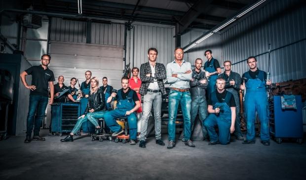 <p>Het team van schadeherstelbedrijf Roos.</p>