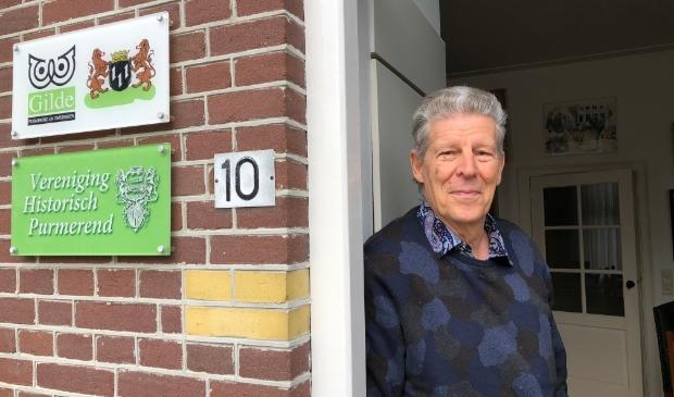 <p>Gerard Schotsman in de deuropening van het VHP-huis.&nbsp;</p>