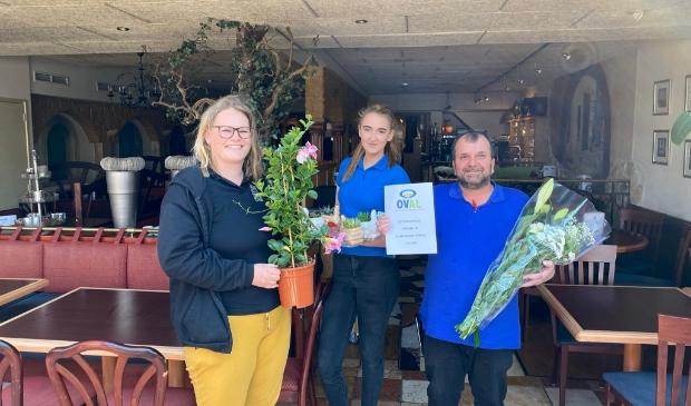 Ondernemers uit het Altongebied doneren bloemen en planten aan de plaatselijke horeca.