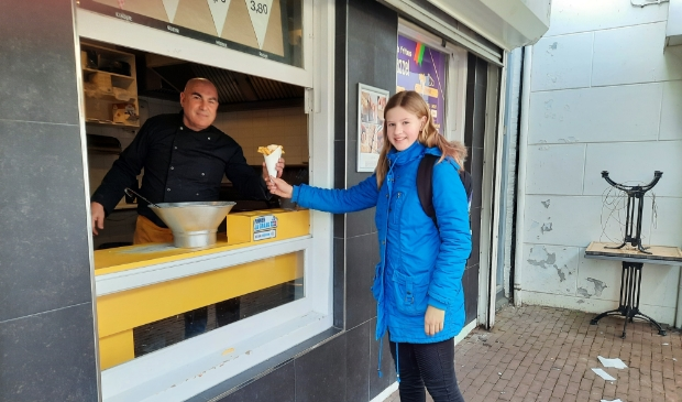 <p>Op de foto Ben van Vlaamse Frites de Mazzel en de jonge mantelzorger Morgan. </p>