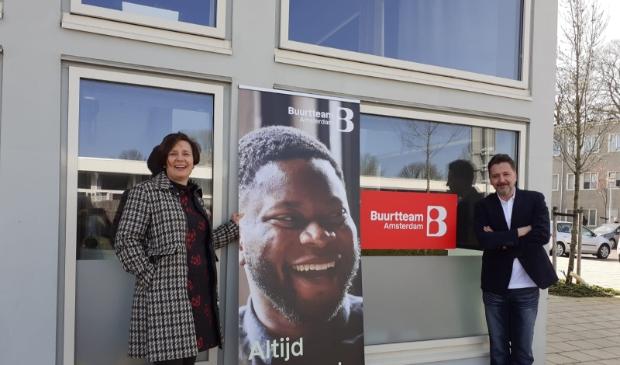 """<p pstyle=""""PLAT"""">Directeur Buurtteam Amsterdam Nieuw-West, Sylvia den Hollander, en stadsdeelvoorzitter Emre &Uuml;nver bij de feestelijke start van de buurtteams.</p>"""