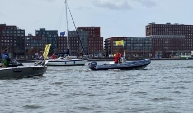 <p>Protest op het IJmeer.</p>