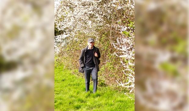 <p>John Jansen van Galen tijdens een van zijn wandelingen.</p>