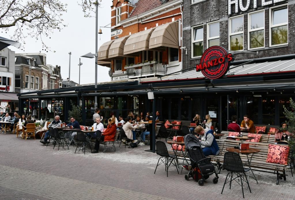 <p>Goede bezetting op de eerste dag dat de terrassen weer open mogen.</p> <p>(Foto: Dirk Karten)</p> © rodi