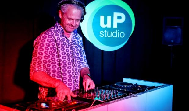 <p>DJ Servan Jonkhart, gaat vanavond live streamen. Dansen mag!&nbsp;</p>
