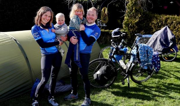 <p>Lilian met Simme, Suze, en har man Janpeter fietsen heel Nederland rond om geld in te zamelen voor stichting IJM.</p>