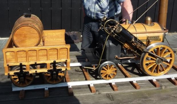 <p>Het model van de vermaarde Rocket locomotief van Stephenson, de eerste 'moderne' stoomlocomotief uit 1829.</p>