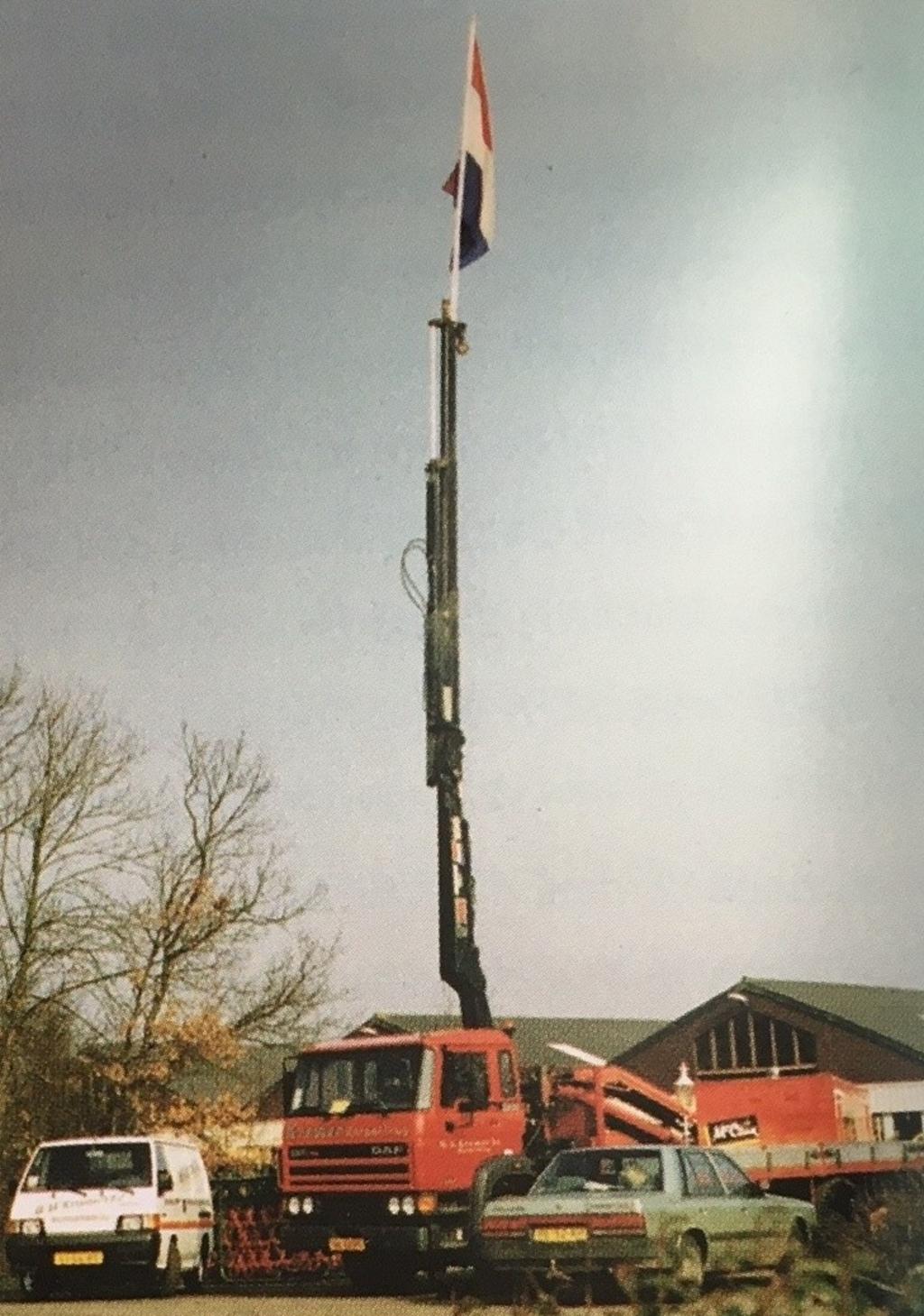 <p>Veel grote machines op het terrein van Kramer Trekkers in Burgerbrug.</p> (Foto: aangeleverd) © rodi