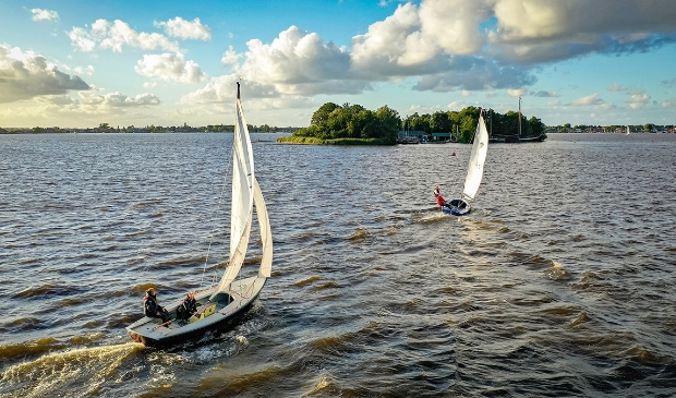 <p>Zeilen rond watersporteiland Robinson Crusoe voor SailWise.</p>