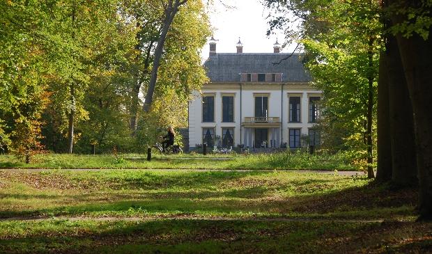 <p>Frequente bezoekers van het landgoed geven aan dat de aantrekkelijkheid van Nijenburg verloren gaat bij sluiting van de huidige spoorwegovergangen.</p>