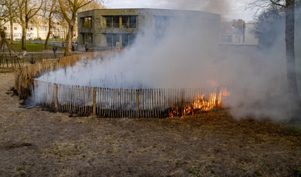 Hoe de brand ontstond, is nog niet duidelijk.