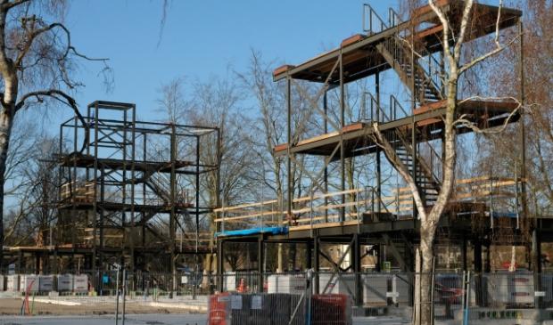 <p>Het raamwerk van de nieuwe houtbouw op de Pierebaan staat al.&nbsp;</p>