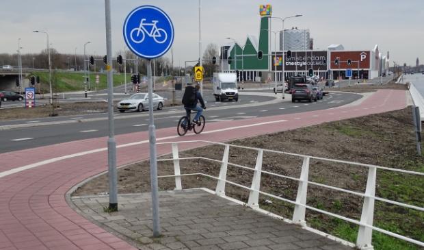 <p>De outlet, onbereikbaar voor voetgangers.</p>