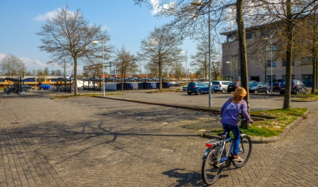 <p>College Uitgeest verzet zich tegen het plan van ProRail om het Anne van Renesseplein tijdelijk als uitvalbasis voor de aanpassing van het spoor te gebruiken.</p>