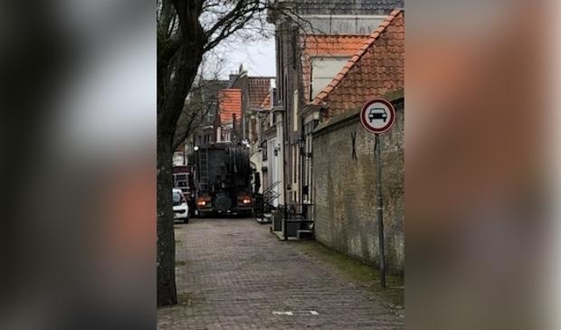 <p>Vrachtverkeer Zuiderhavendijk. Bewoners ervaren overlast door afsluiting Melkmarkt.</p> <p>Foto: aangeleverd</p> © rodi