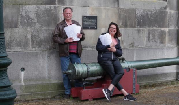 Bleeker zamelde samen met Jaap de Munnik handtekeningen in tegen afsluiting Melkmarkt voor het verkeer.