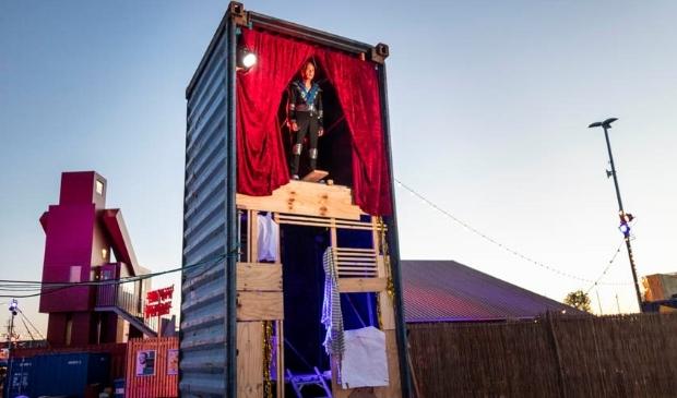 <p>Zeecontainerprogramma op het Over het IJ Festival.</p>