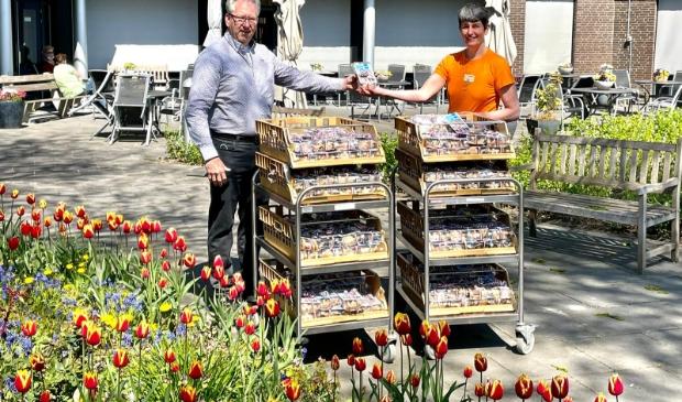 <p>Rotaryclub Monnickendam deelde koekjes uit op Koningsdag aan de medewerkers van Swaensborch. &quot;Een blijk van waardering voor hun inzet.&quot;</p>