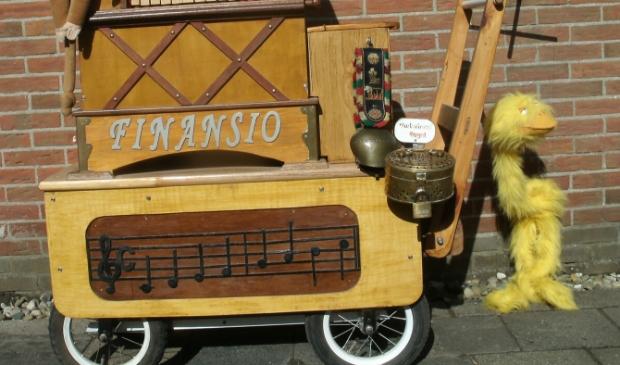 <p>Het orgeltje van de heer Hulle (niet geheel afgebeeld).</p>