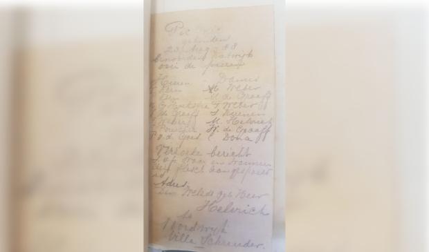 <p>Flessenpost afkomstig van burgemeester van Castricum anno 1888<em>.</em>&nbsp;</p>