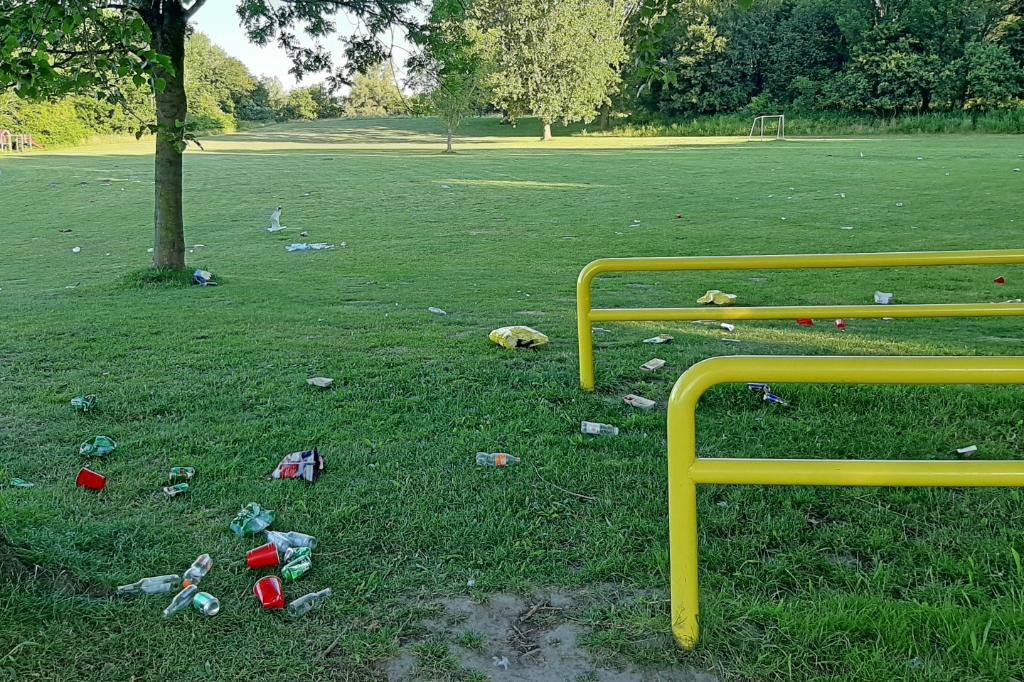 Afval wat achterblijft en de vernielingen zijn een groot probleem (Foto: Theo Annes) © rodi