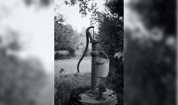 <p>Ooit, tot 1927, waren de inwoners van Egmond-Binnen voor drinkwater afhankelijk van plaatselijke waterpompen</p>